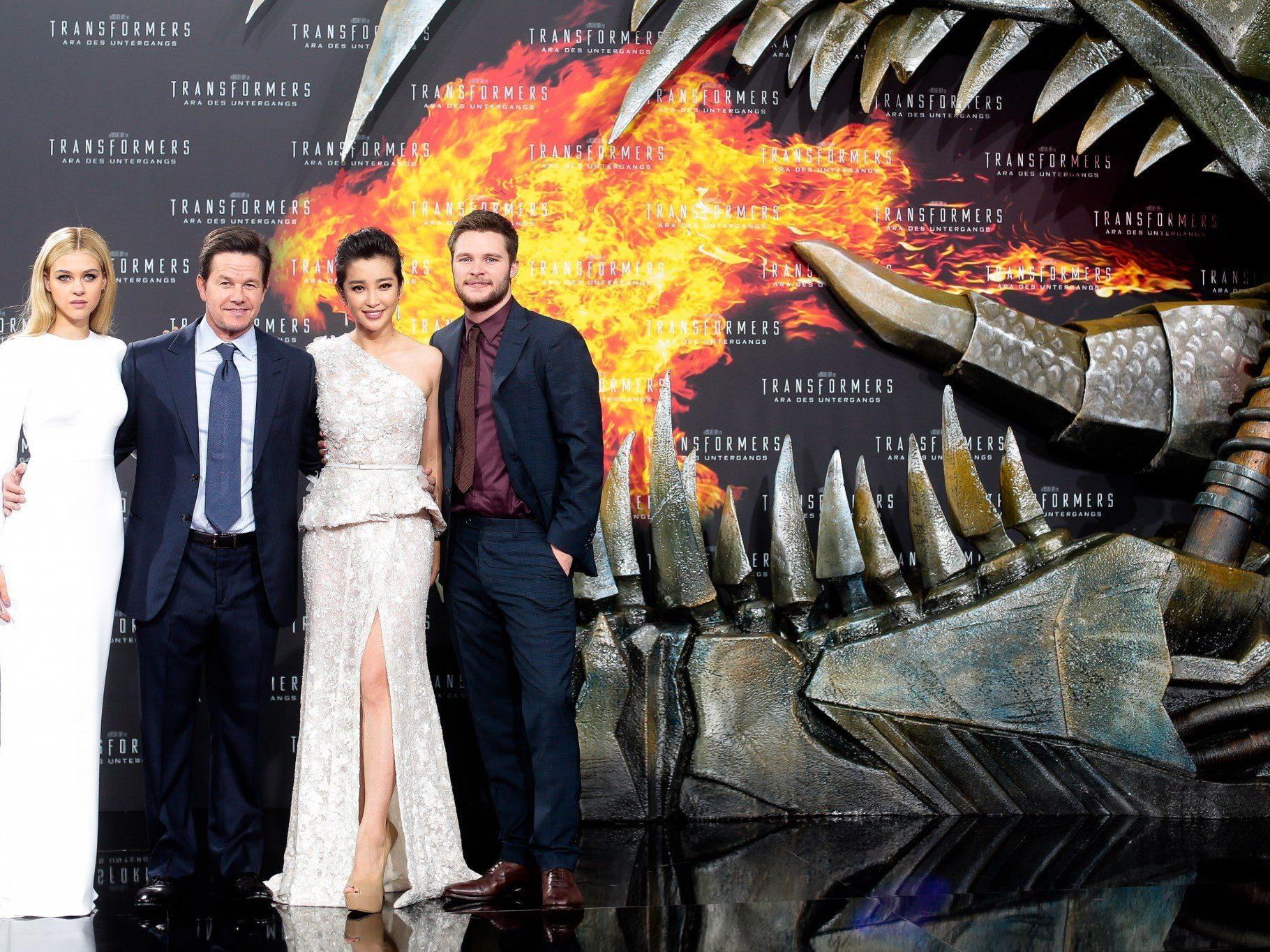Mark Wahlberg und seine Kollegen bei der Transformers 4-Premiere in Berlin.