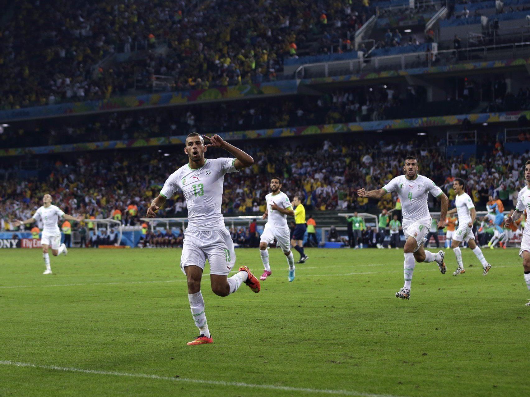Algerien bejubelt den Einzug ins Achtelfinale.