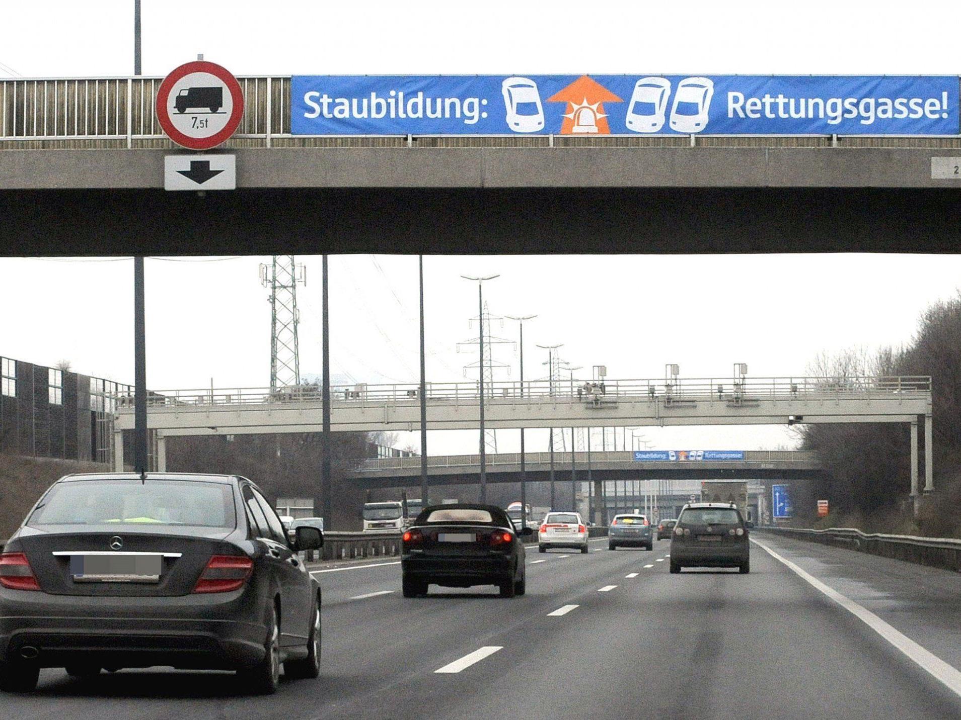 Mehr als 320 Millionen Euro sollen pro Jahr für die Sanierung des Autobahnnetzes ausgegeben werden.