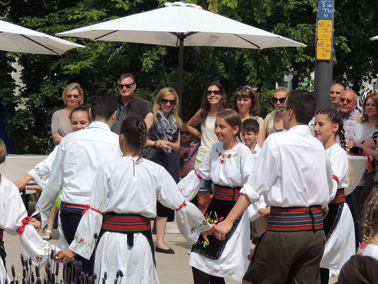 Serbische Kindertanzgruppe Nikola
