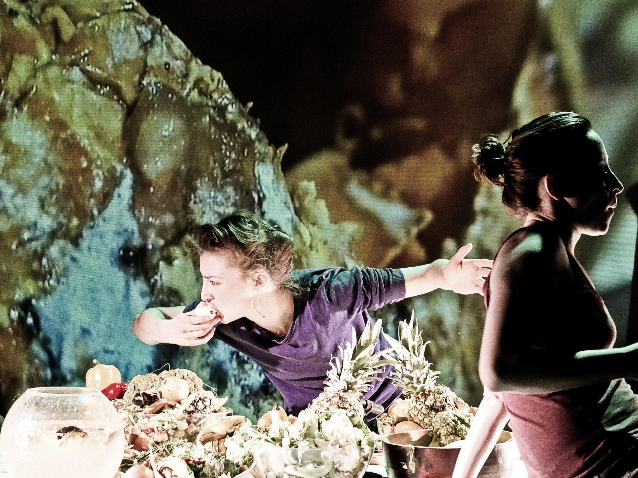 Deep Dish ist ein weiterer Teil der The Perfect Garden Serie von Liquid Loft mit dem bildenden Künstler Michel Blazy.