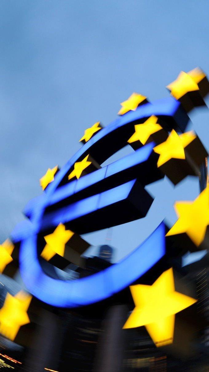 Zinssenkung auf historisches Niveau, Strafzinsen: EZB erntet mit heikler Mission vorab Kritik.