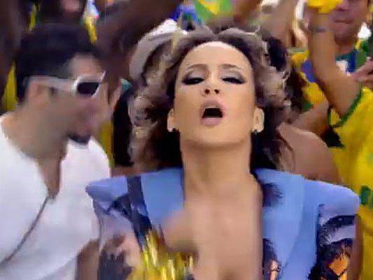 Die Künstler präsnetierten den Song live bei der WM-Eröffnung in Brasilien.
