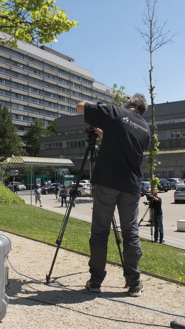 Medienansturm auf Klinik in Lausanne trotz Nachrichtensperre zum Zustand des Rekordweltmeisters.