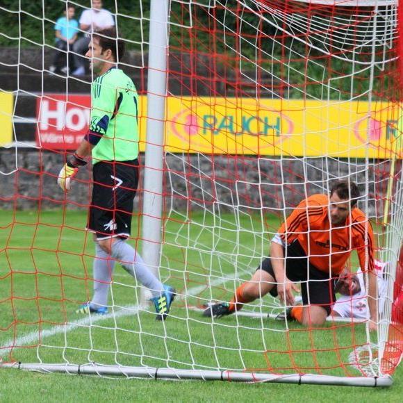 Röthis-Goalie Christian Mendes hält seinen Kasten schon fünf Spiele rein.