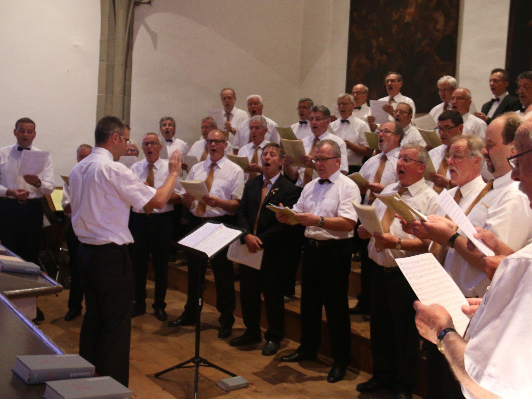 """Die Liechtensteiner Männerchöre MGV Ruggell und Cantores St. Martin singen """"Missa a cappella"""" von Philipp Schmutzer im Feldkircher Dom."""