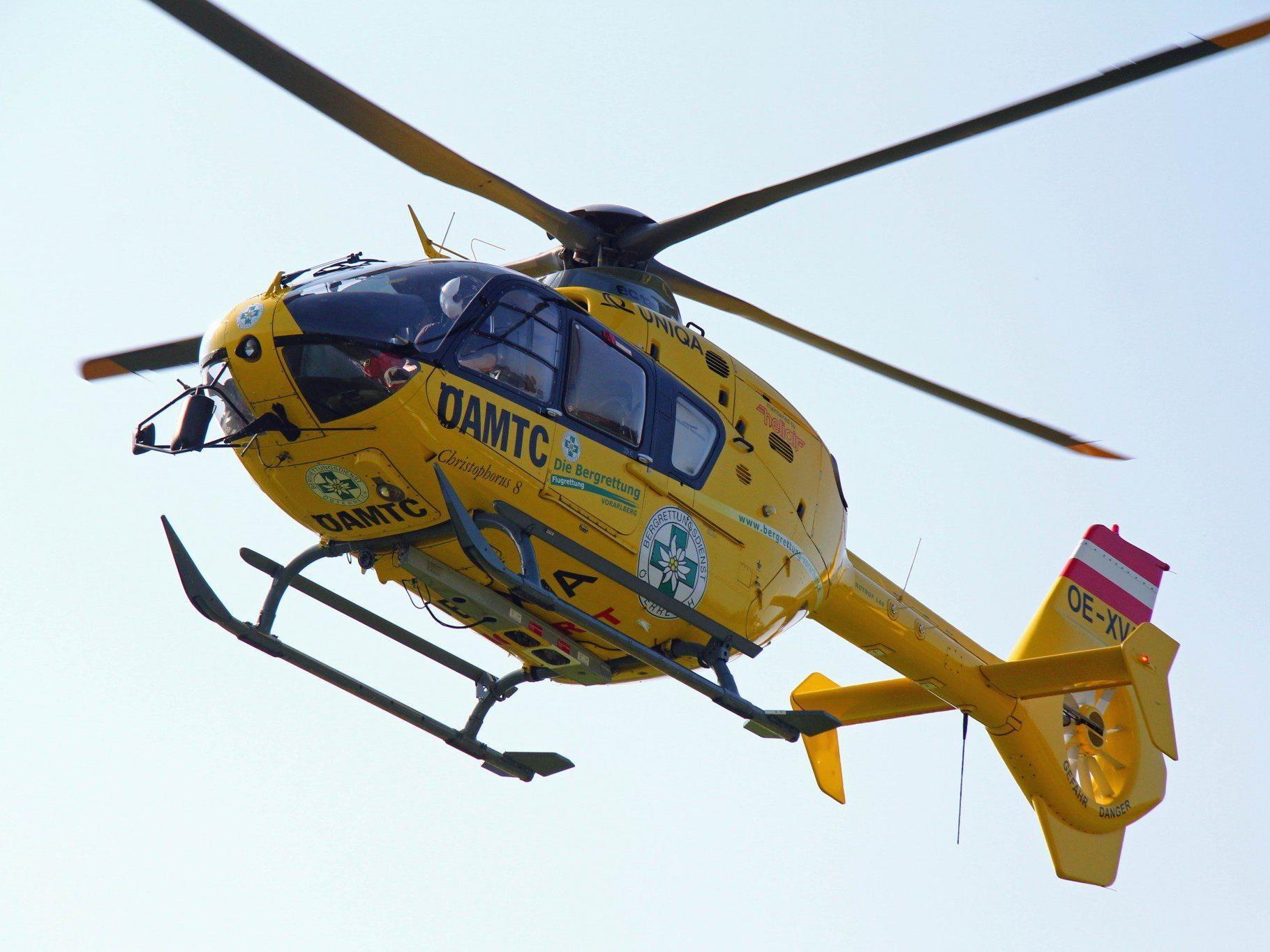 Der Verletzte wurde mittels Helikopterseilbergung geborgen.