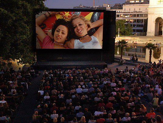 Das Kino unter Sternen am Wiener Karlsplatz ist auch heuer wieder eines der beliebtesten Sommerkinos in Wien