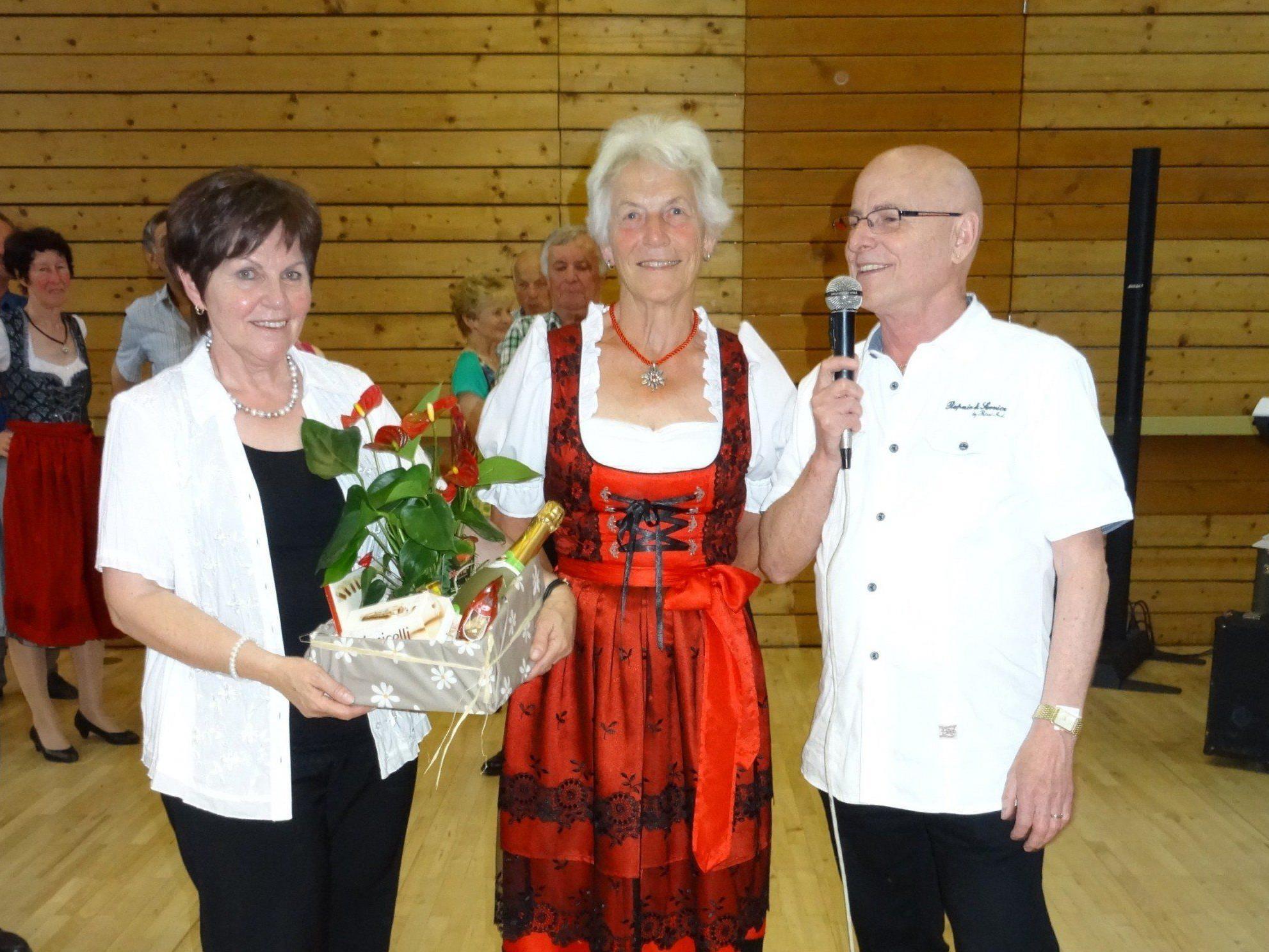 Marlies Berkmann (Bildmitte) legte das Amt der Tanzclubleiterin zurück