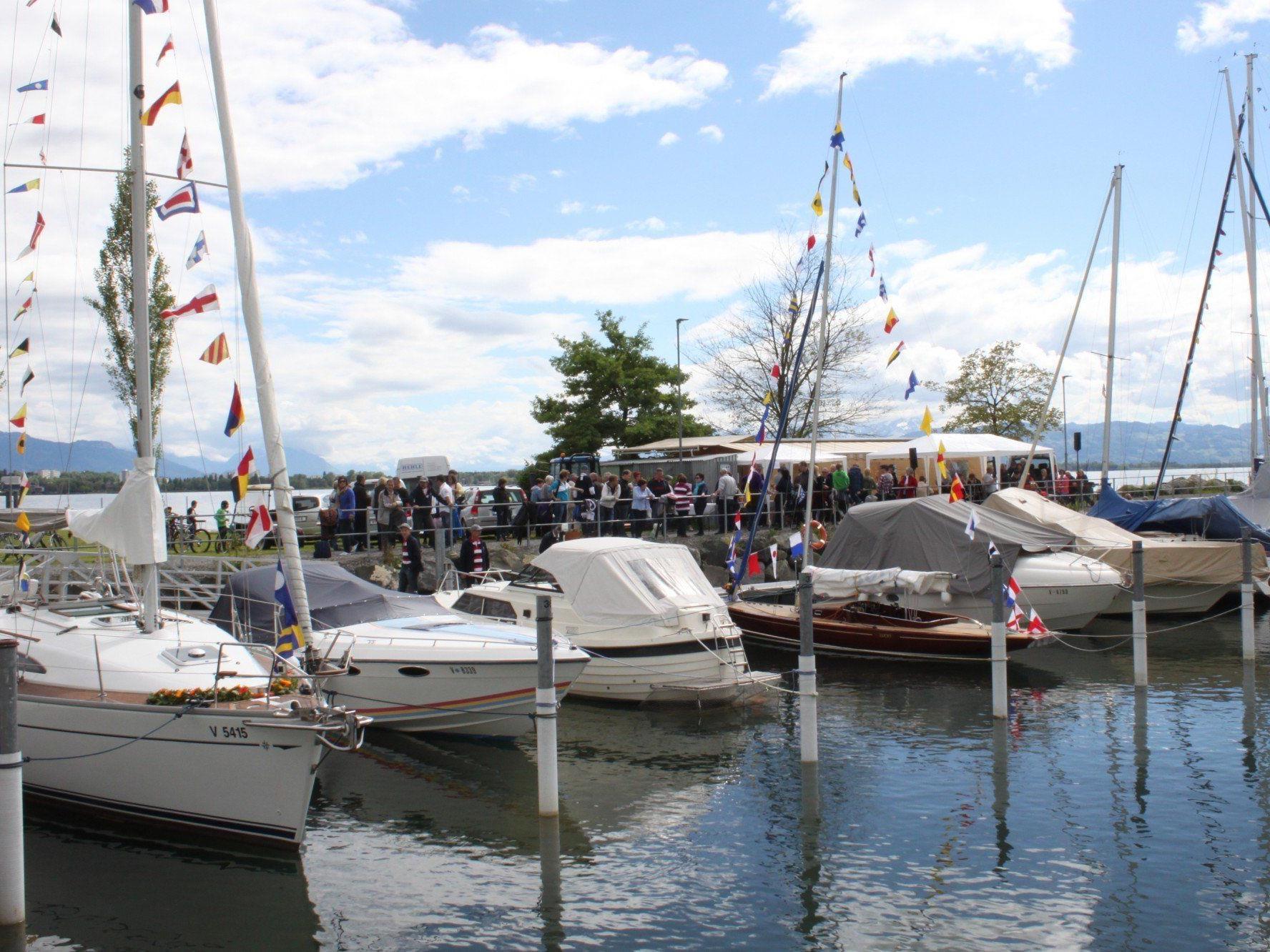 Die Bootstaufe des LYC am Pfingstsonntag im Hafen hat schon langjährige Tradition.