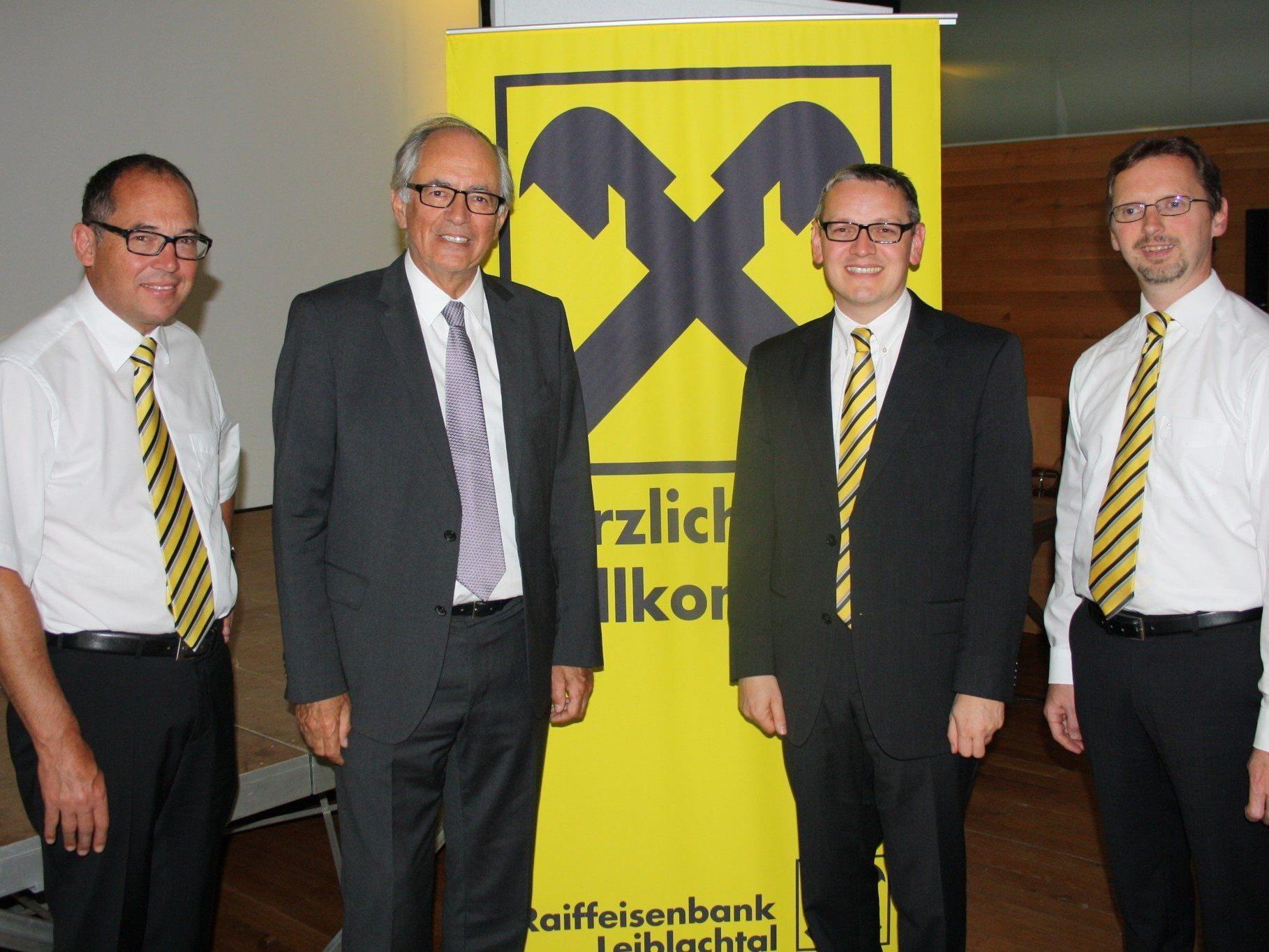 Dir. Gustav Kathrein, Notar Dr. E. Michel, Bankstellenleiter Norbert Hehle (Lochau) und Dir. Hubert Gieselbrecht.