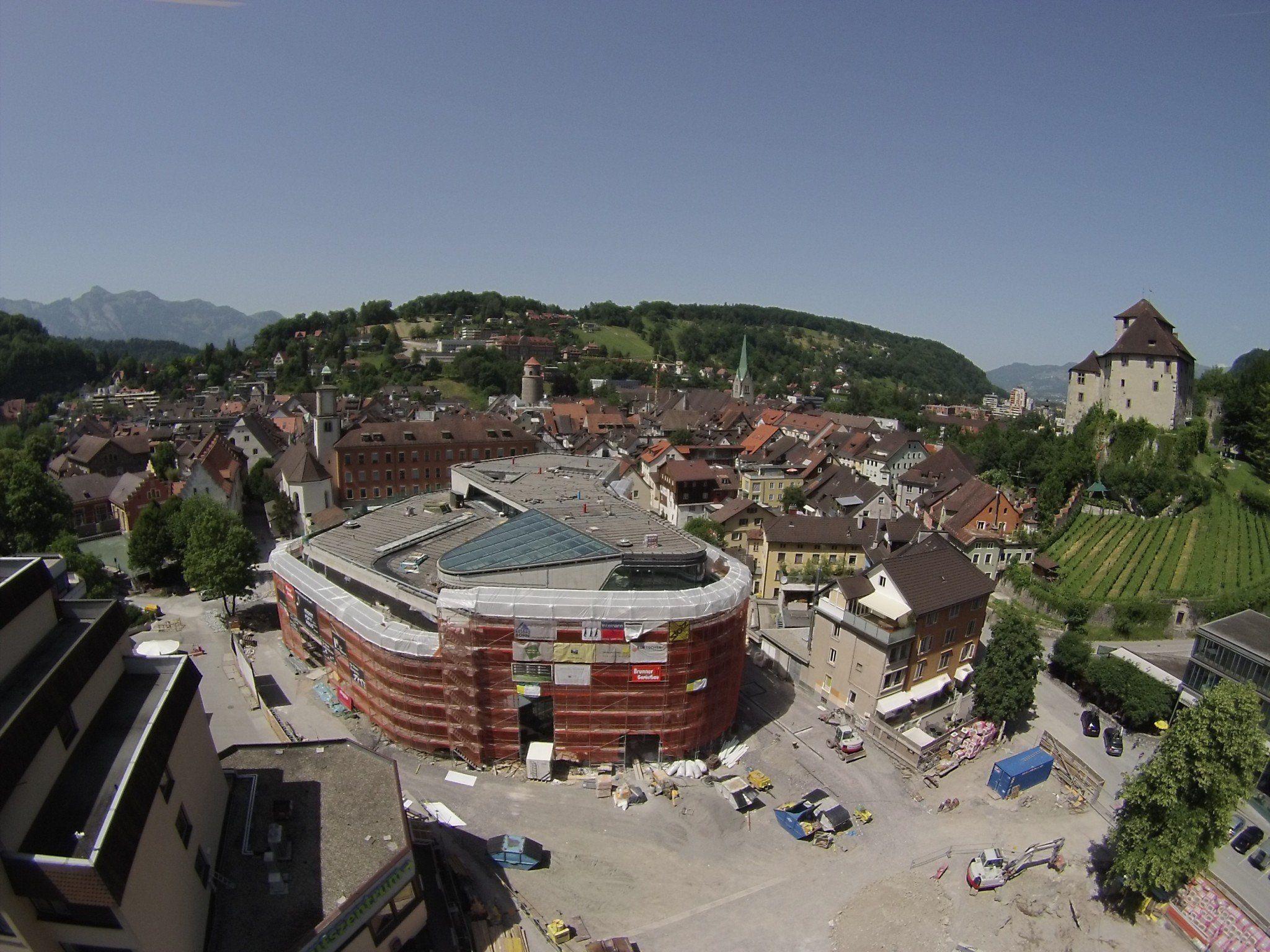 Der aktuelle Stand beim Bau des Montforthauses aus der Luft fotografiert.