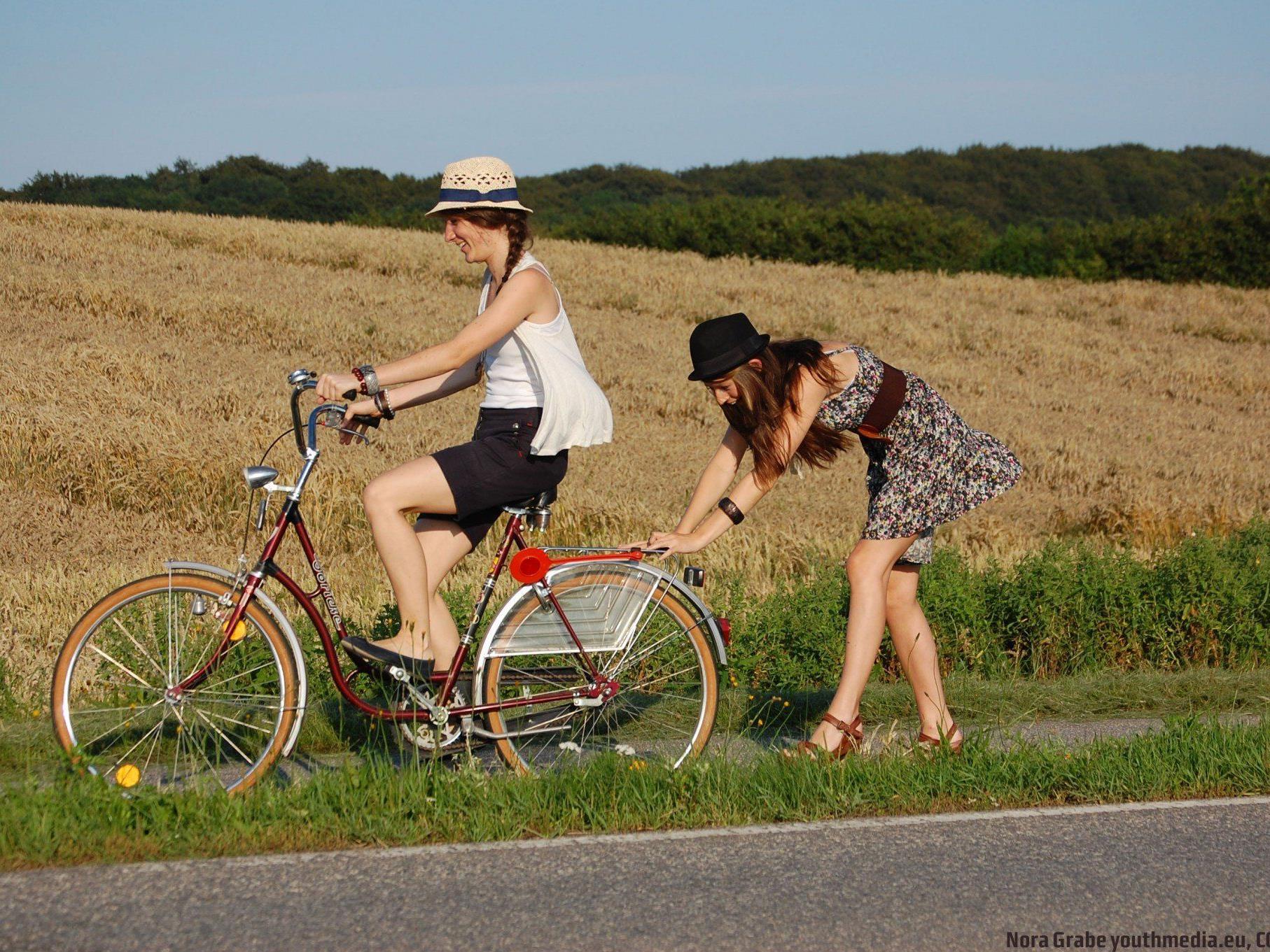 """Mit ihren Fotos zum Thema """"Fair Reisen"""" können Jugendliche ÖBB-Tickets gewinnen."""
