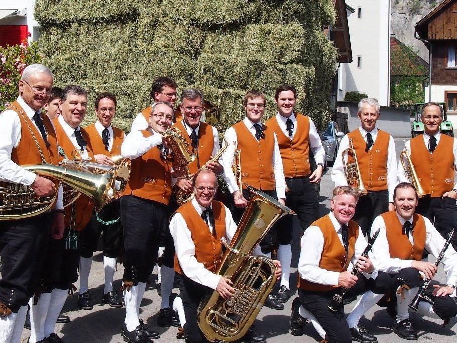 """Die """"Schroffabuaba Bürs"""" spielen auf beim Klosterfest."""