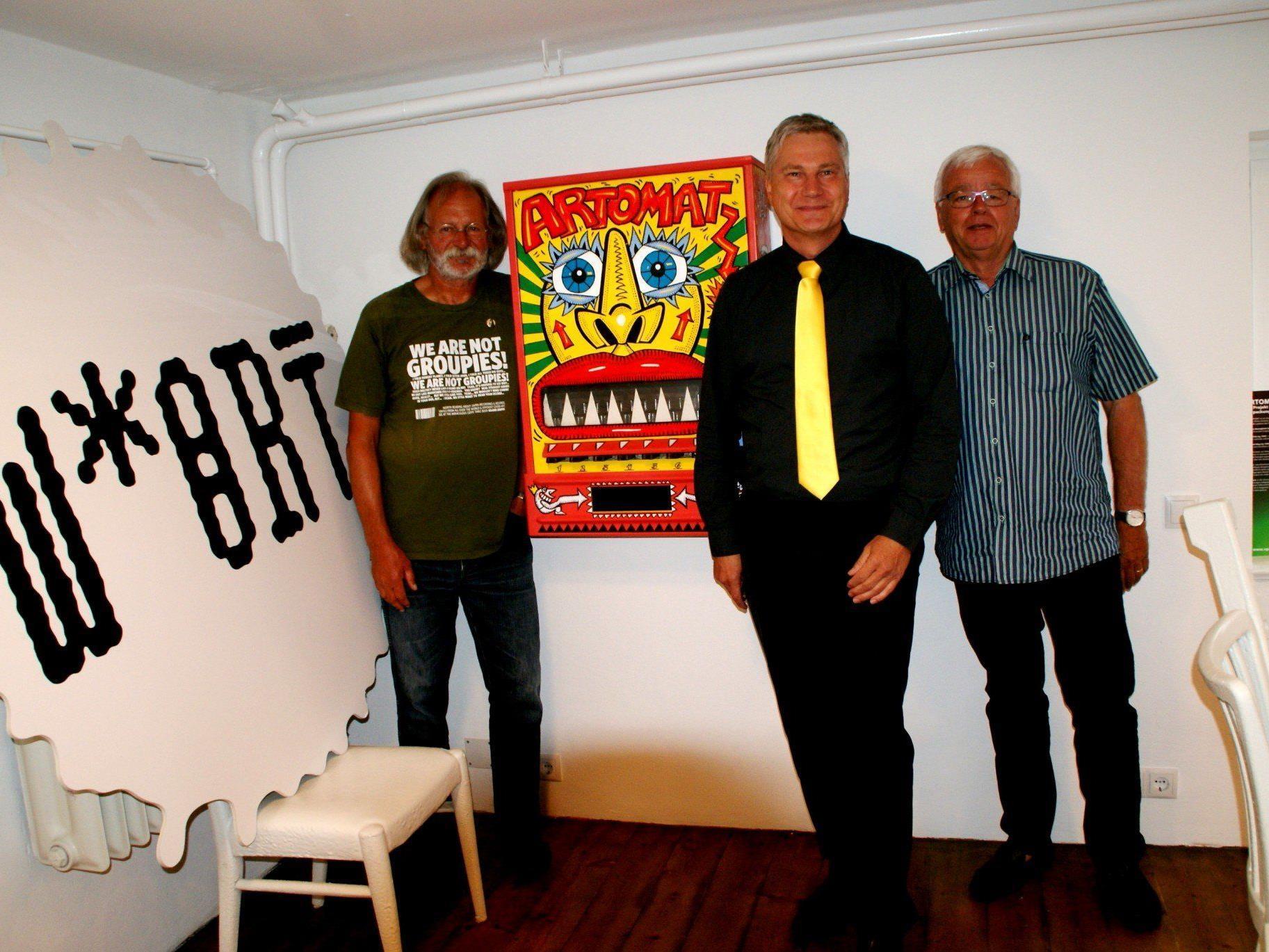Sepp Bayer und Martin Rhomberg mit Helmut King.