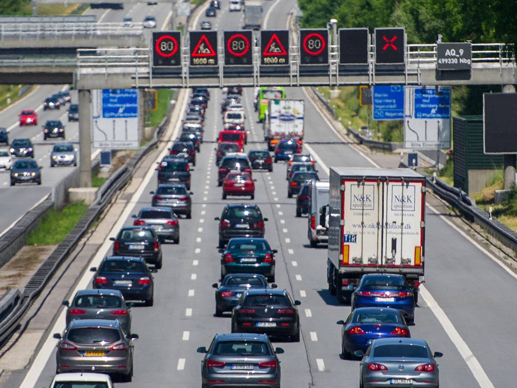 Bayern: Auch der ADAC warnte bereits im Vorfeld aufgrund des Ferienbeginns vor langen Staus.