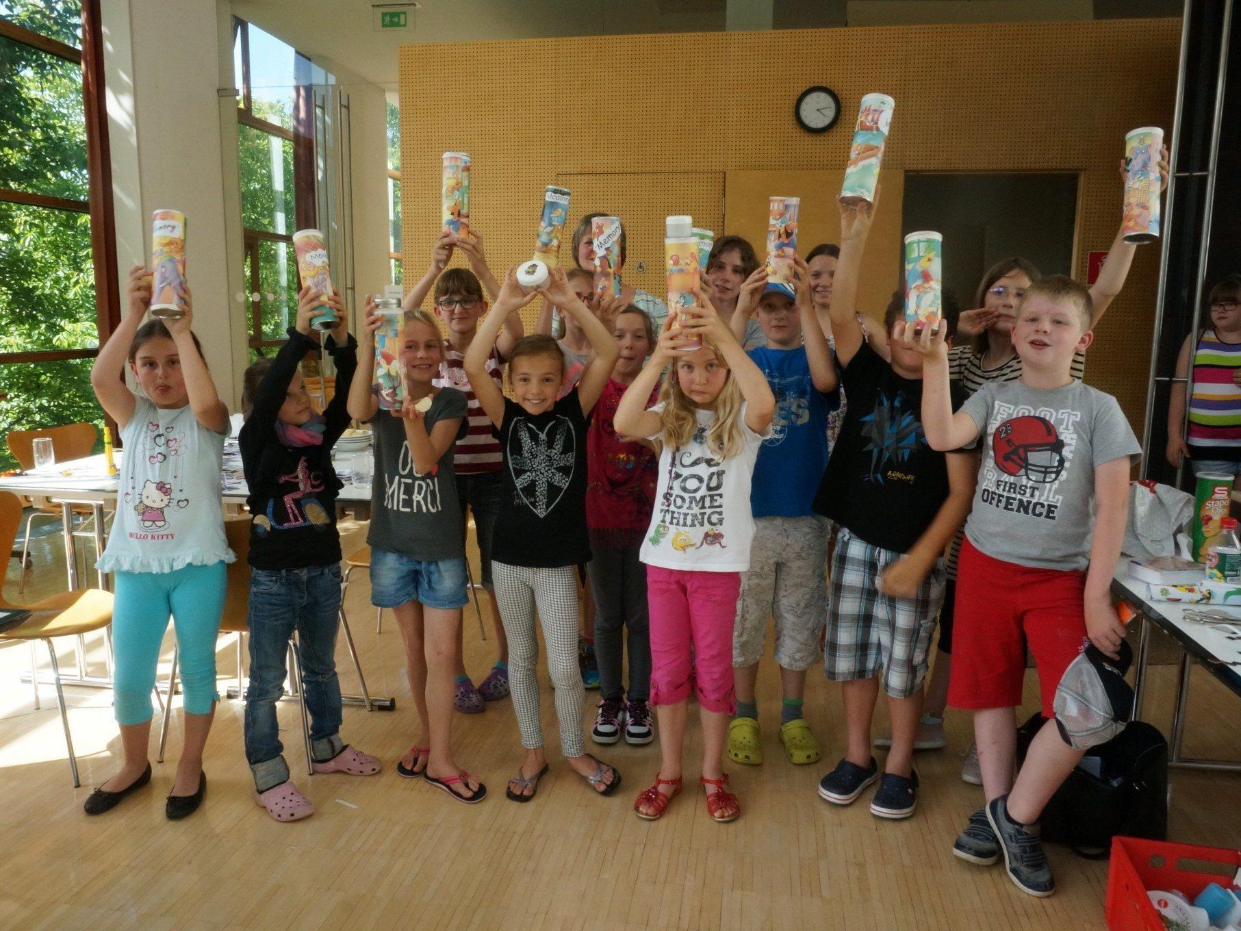 Großen Spaß hatten die Kinder beim Recyclingbasteln in der Satteinser Bibliothek.