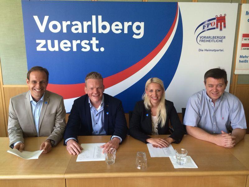 Landesparteiobmann Dieter Egger, Christof Bitschi (Obmann der Freiheitlichen Jugend), die Lustenauer Gemeindevertreterin Nicole Hosp und Ex-ORF-Mitarbeiter Christoph Waibel.