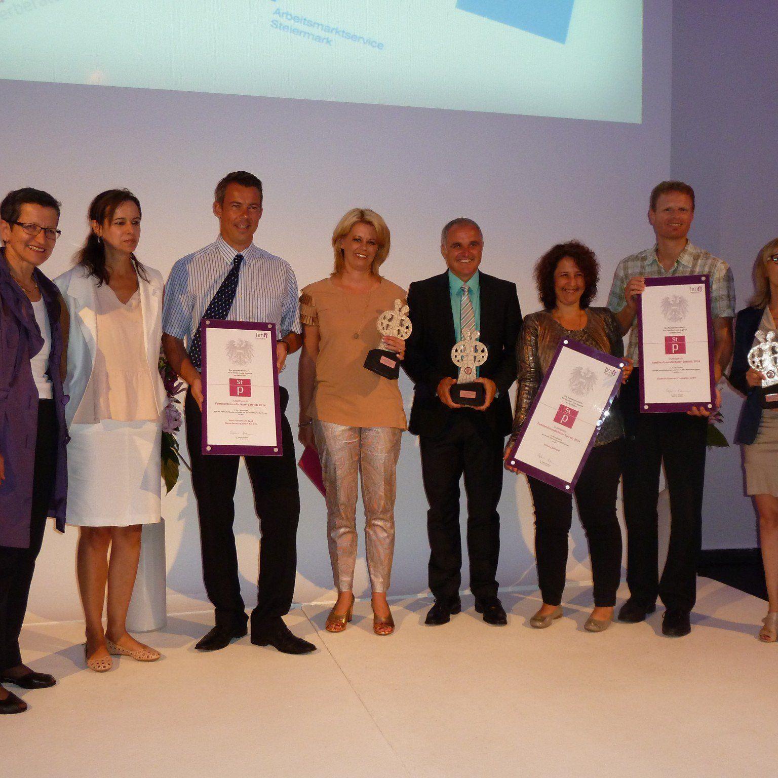 Ministerin Karmasin und Greti Schmid gratulierten den Vorarlberger Staatspreisträgern.