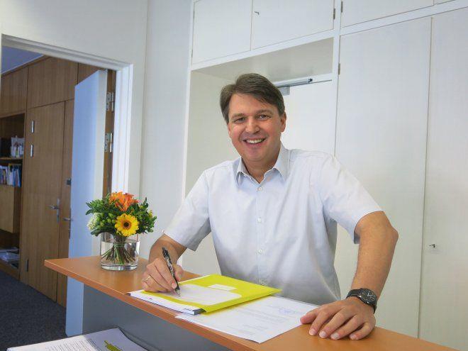 Lustenaus Bürgermeister Kurt Fischer ist nach einer Auszeit wieder im Amt.