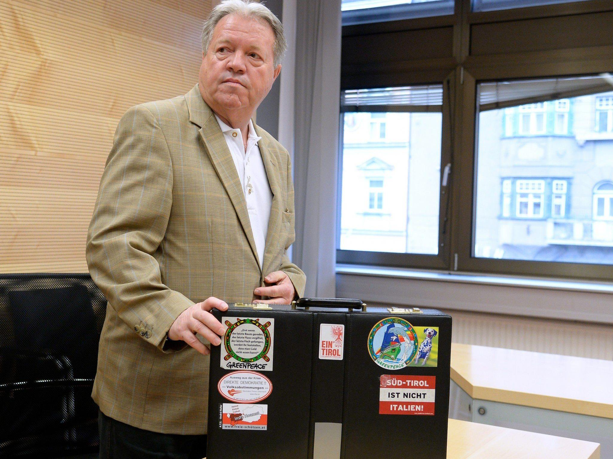 Wegen Verhetzung musste sich am Freitag am Landesgericht Innsbruck der frühere FPÖ-Abgeordnete Werner Königshofer verantworten.