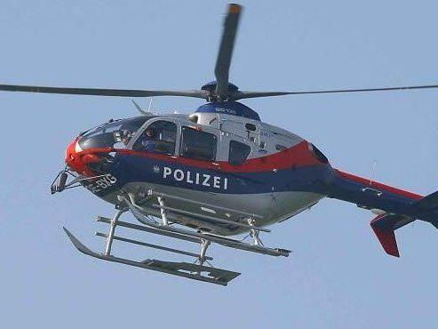 """. Im Zuge des Suchfluges durch den Hubschrauber konnte im Bereich der Bludescher Au eine nicht genehmigte """"Goa Party"""" festgestellt werden"""