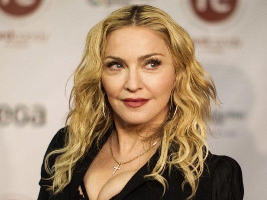 Madonna prangert das ausländerfeindliche Profil der FN an.