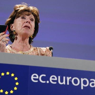 Kroes hofft auf eine Einigung über die vollständige Abschaffung der Roaming-Gebühren.