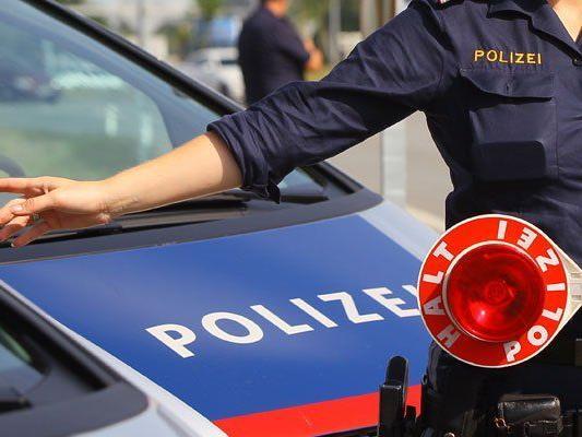 Moped nicht zugelassen, Kennzeichen gestohlen: 16-Jähriger flüchtete vor Polizei.