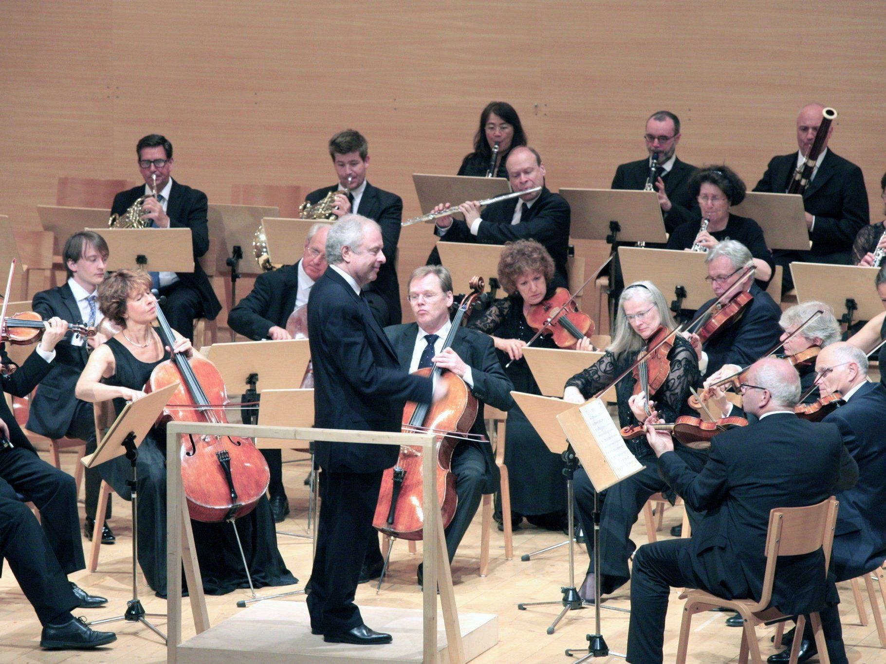 """Maestro András Schiff und seine erstmals bei der Schubertiade musizierende """"Cappella Andrea Barca""""."""