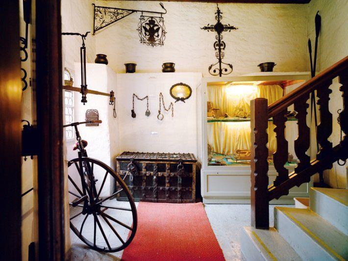Das Museum ist in den Räumlichkeiten des aus dem 14. Jahrhundert stammenden Oberen Tors untergebracht.
