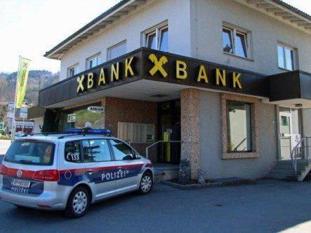 23-Jähriger überfiel Bankfiliale mit Gaspistole und raubte 30.000 Euro.