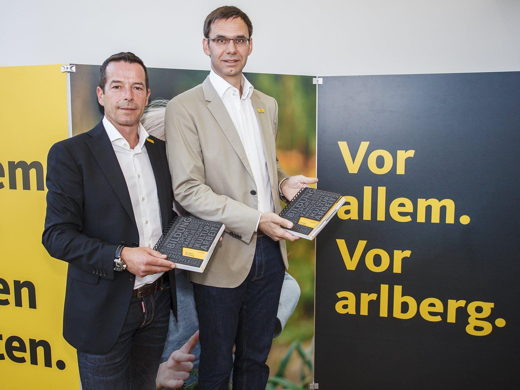 LH Wallner präsentierte gemeinsam mit VP-Landesgeschäftsführer Wetz das Wahlprogramm der Vorarlberger Volkspartei für die Landtagswahl.
