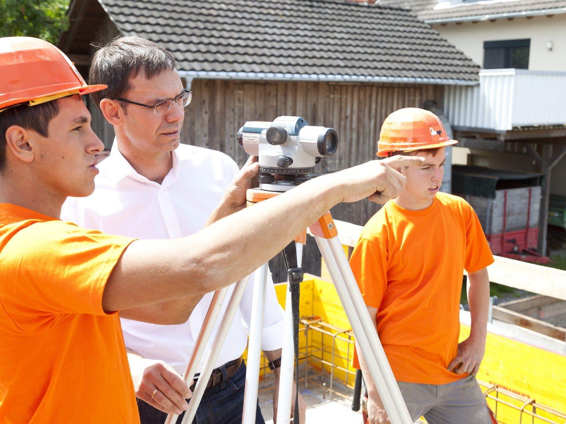 Landeshauptmann tauschte sich mit Lehrlingen des Bauunternehmens Wilhelm+Mayer aus.