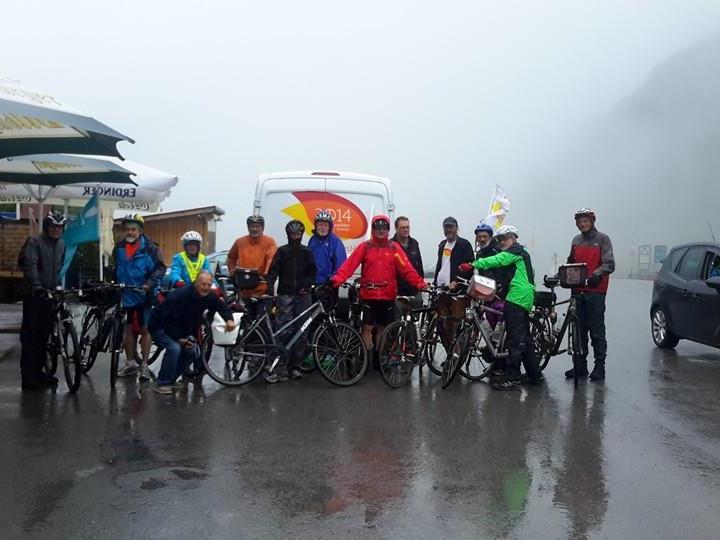 Auf der Passhöhe des Arlbergpasses am Mittwoch (30. 7.) gegen Mittag überquerten die Friedensradfahrer_innen unter ziemlich unfreundlichen Bedingungen den Arlberg. Über Langen, Braz, Bludenz, Thüringen, Nenzing ging es dann nach Feldkirch.