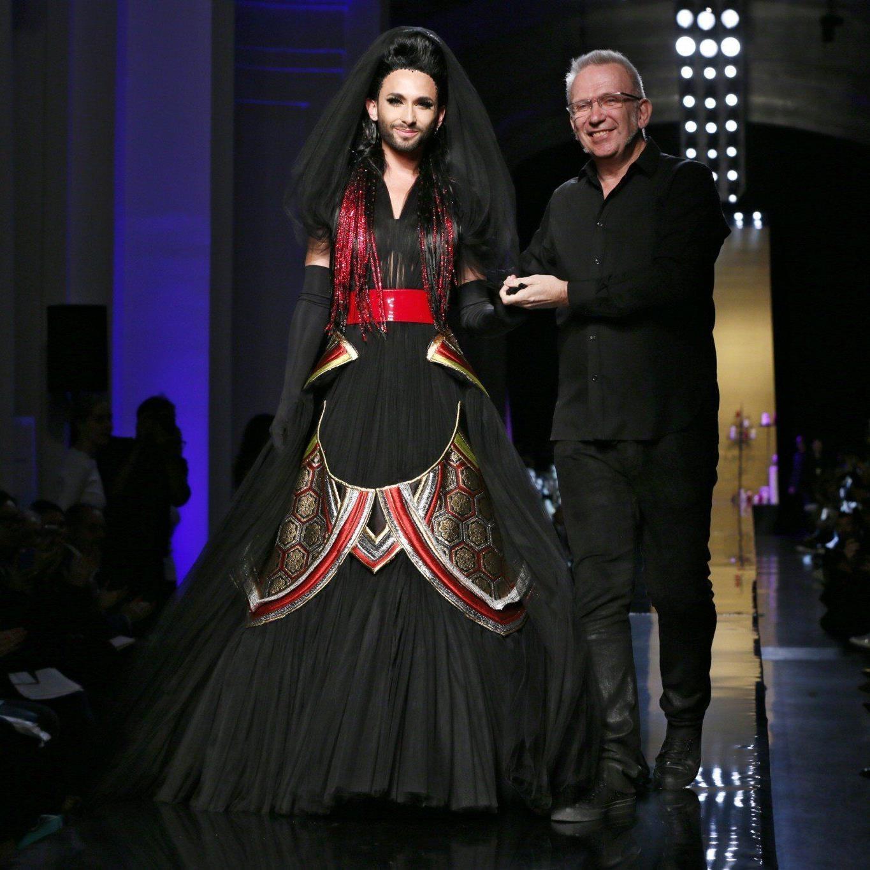 Conchita Wurst als krönender Abschluss bei Jean Paul Gaultier in Paris.