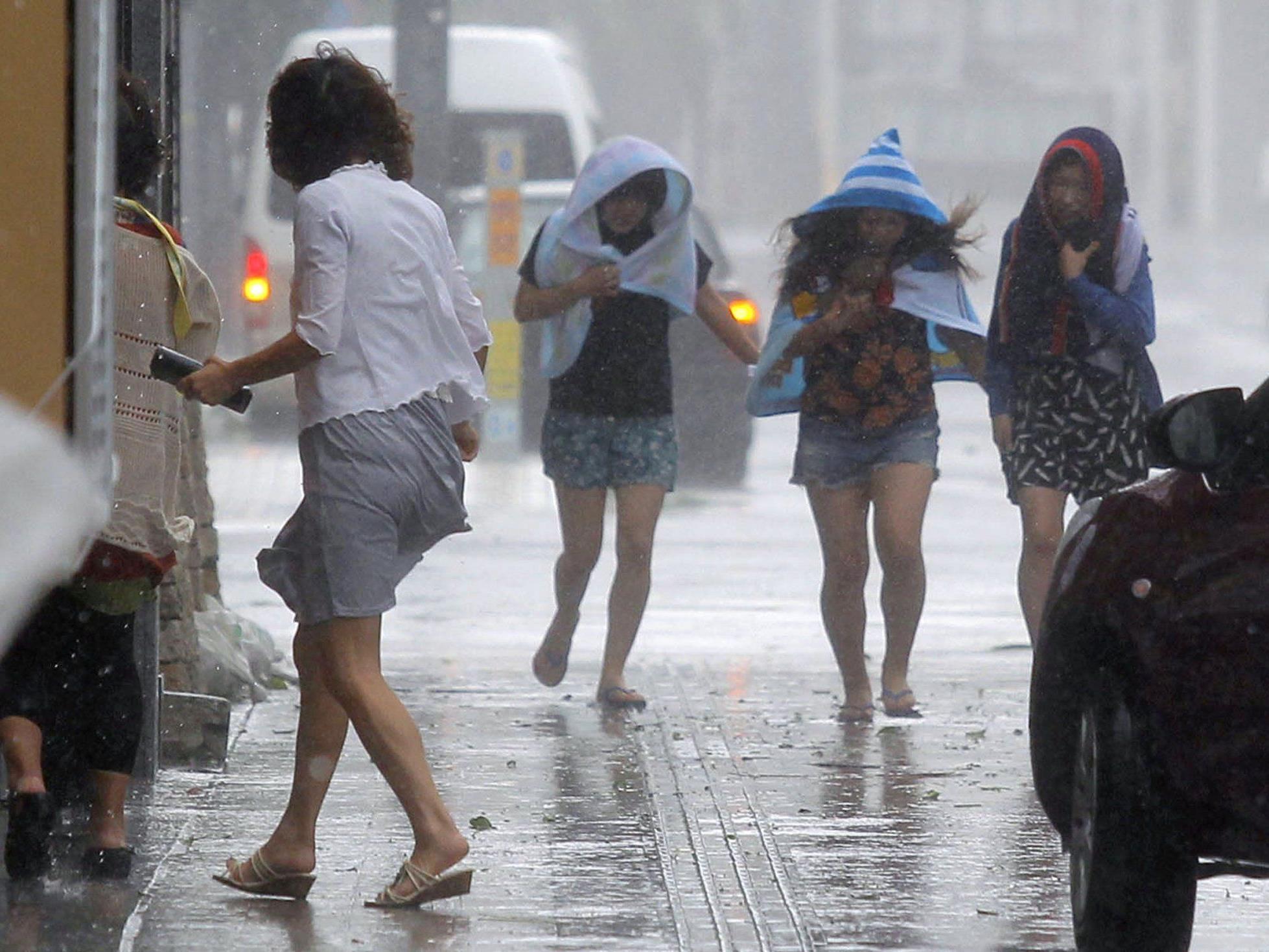 Für die südwestliche Insel Okinawa gilt weiter die höchste Alarmstufe.