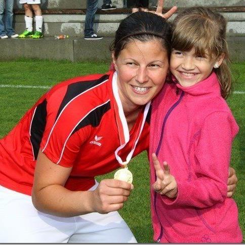 Rankweil-Mittelfeldspielerin Veronika Dobler gastiert mit ihren Mitspielerinnen in Haiming in Tirol.