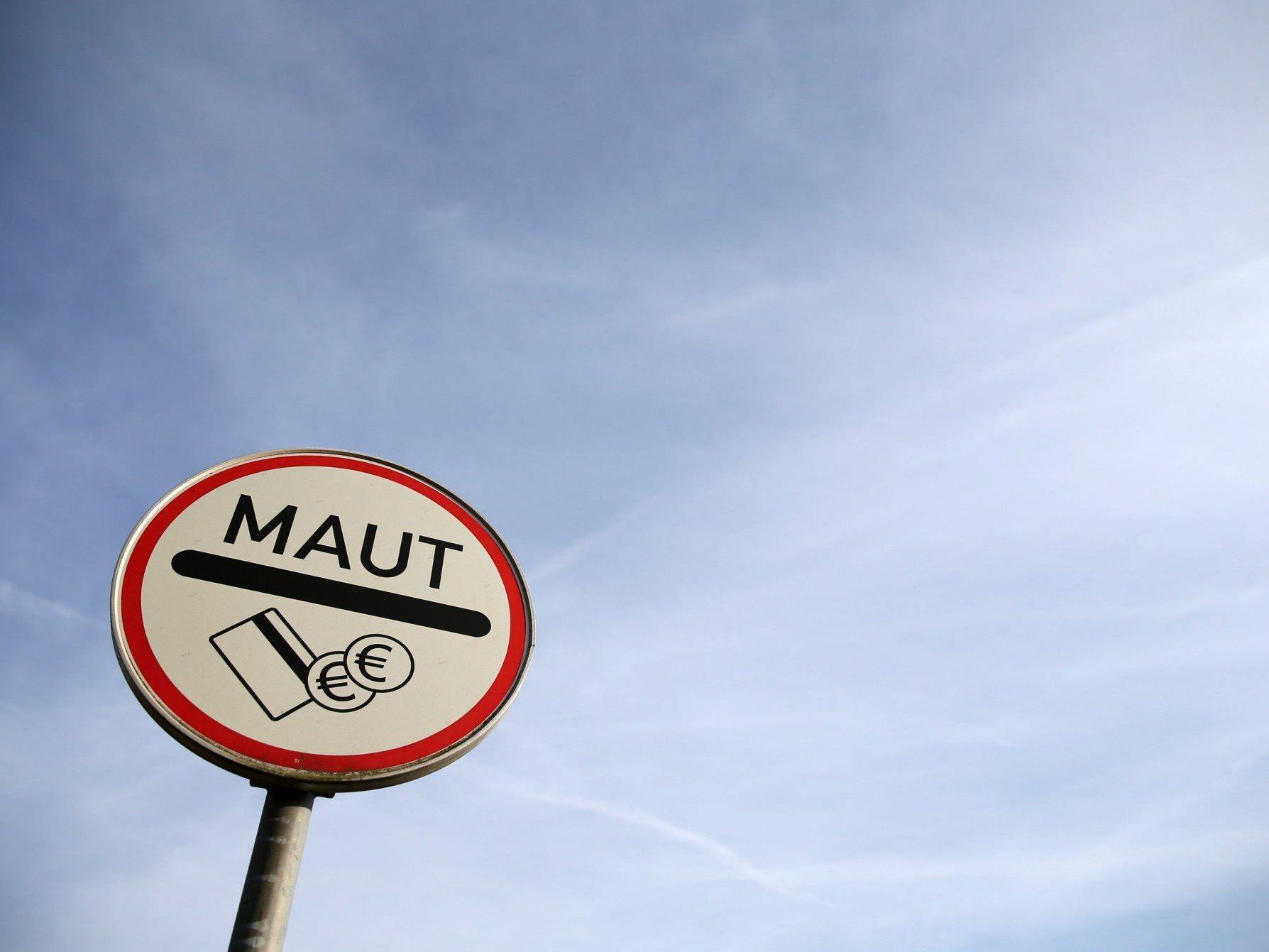 Die EU-Kommission wartet nun konkrete Vorschläge zur Pkw-Maut in Deutschland ab.