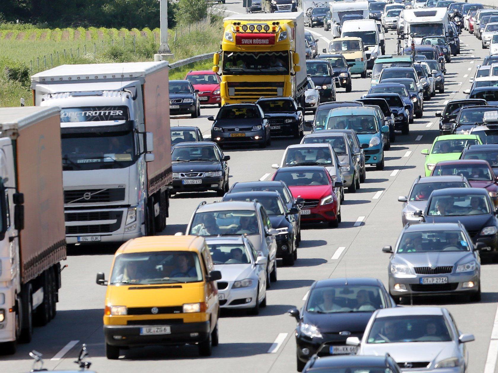 Verkehrsexperten warnen vor Staus und langen Wartezeiten bei der Anreise zum Beachvolleyball Grand Slam in Klagenfurt.