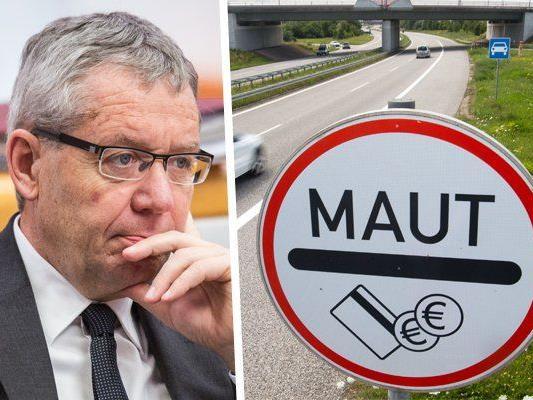 Verkehrslandesrat Rüdisser denkt an eine Pkw-Maut für alle Straßen.
