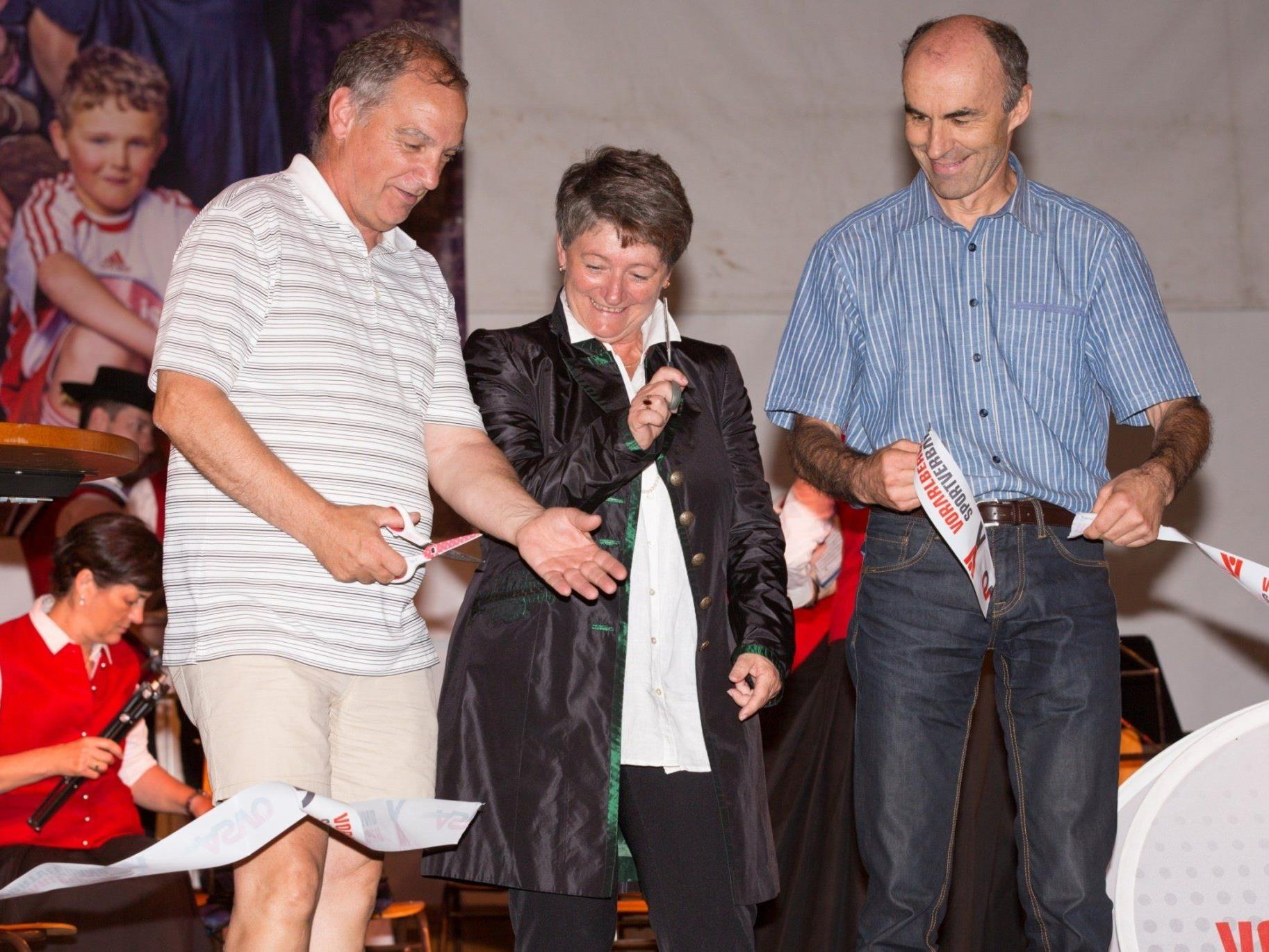 Eröffnung Familiensporttag v.l. Werner Eberle (ASVÖ), Theresia Handler (BM Egg), Dr. Eugen Burtscher (Gemeinderat Egg)