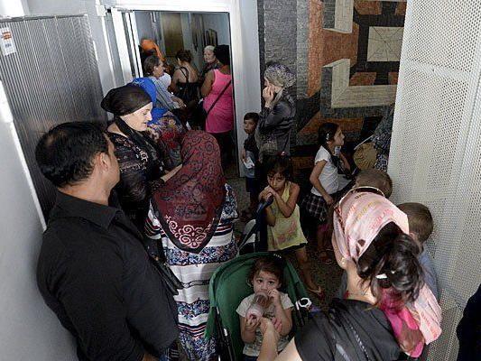 Flüchtlinge könnten in vier österreichischen Kasernen untergebracht werden