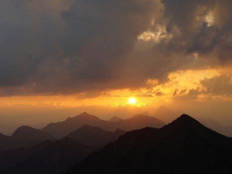 Hertha Glück und Roland Natter laden zur Vollmondwanderung mit Sonnenaufgang.