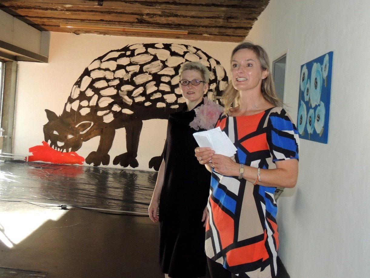 Vernissagerednerin Heike Reidinger erläuterte das Werk der russischen  Künstlerin