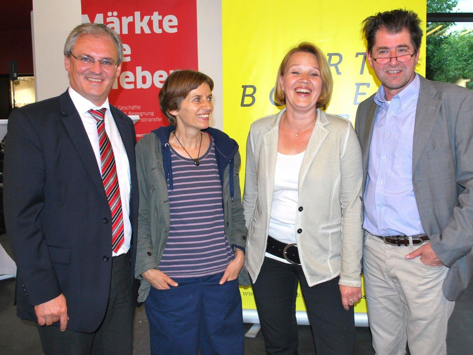 Eröffneten bestens gelaunt die Art Bodensee: Harald Sonderegger, Cäcilia Falk, Andrea Kaufmann, Harald Gfader (vl)