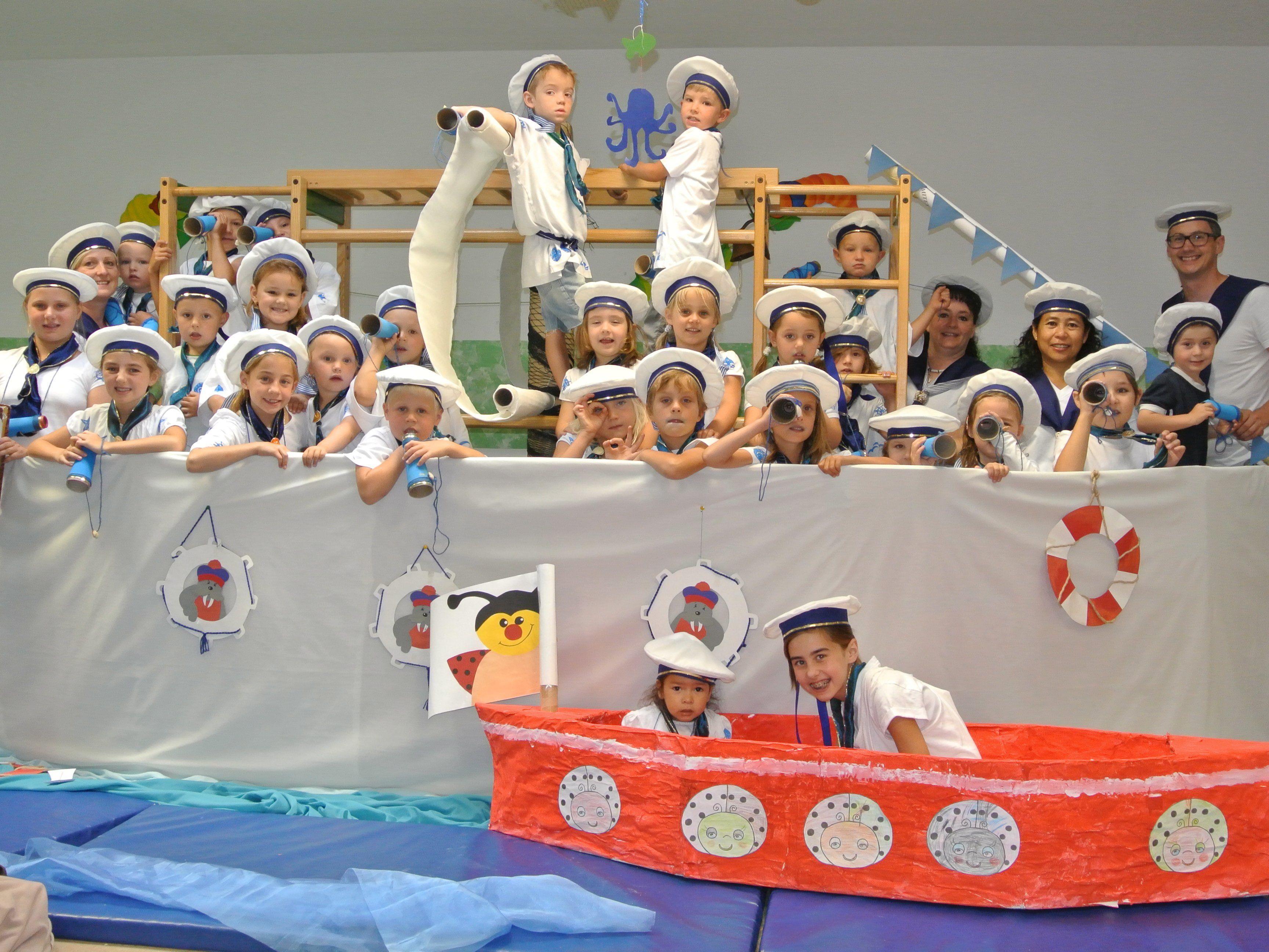 Die Besatzung mit ihrem Boot