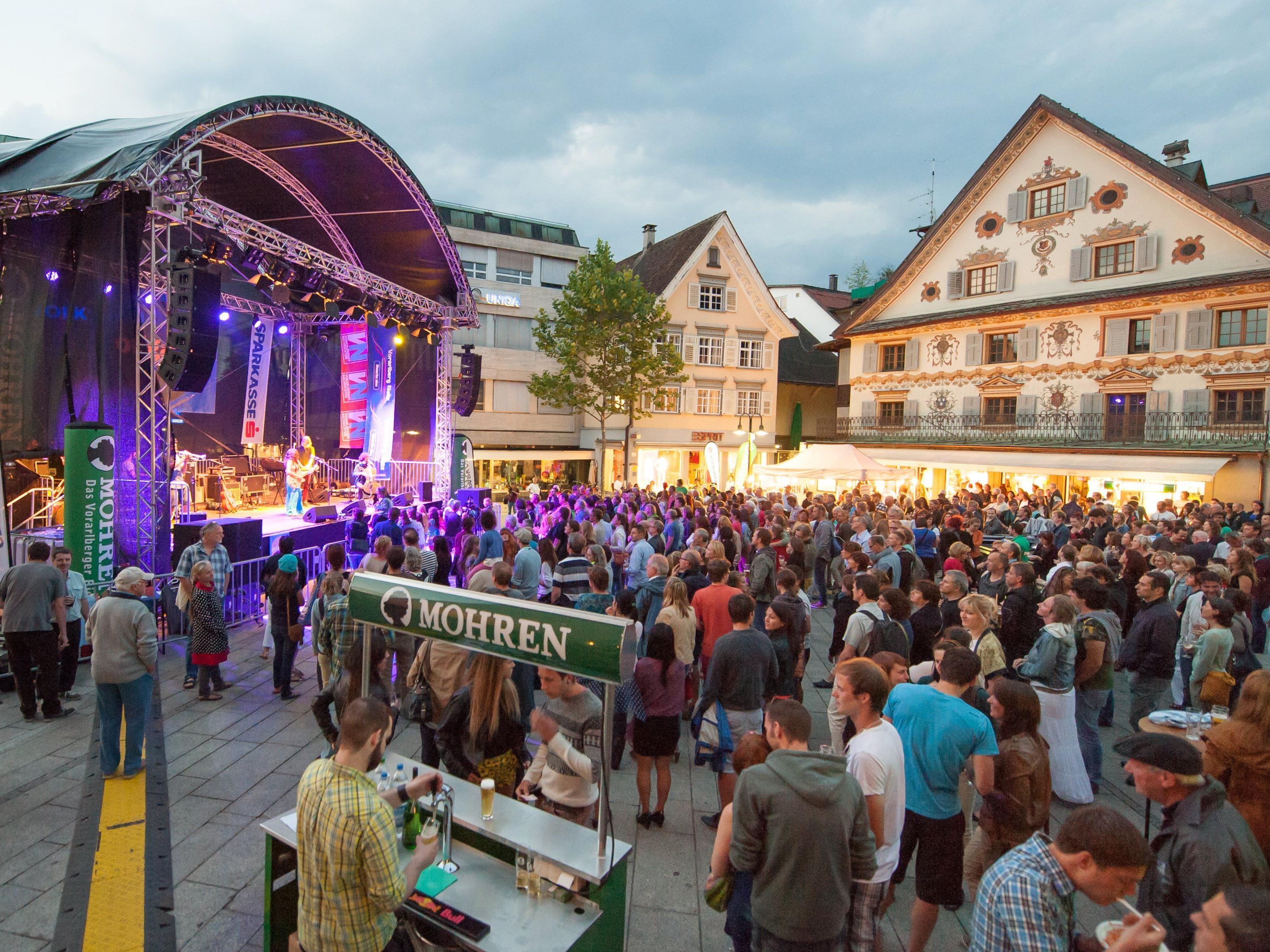 Rupa & the April Fishes brachten am Donnerstag das Gefühl von Sommer auf den Dornbirner Marktplatz.