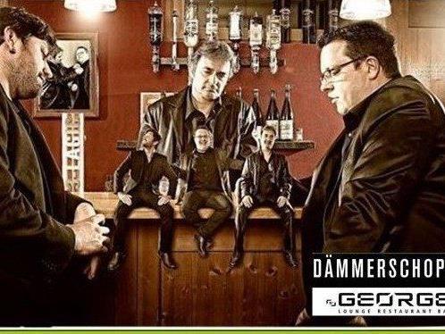 """Das """"George"""" startet bei Sommertemperaturen zur Dämmerschoppen-Staffel mit dem Party-Trio """"3-LAGIG""""."""