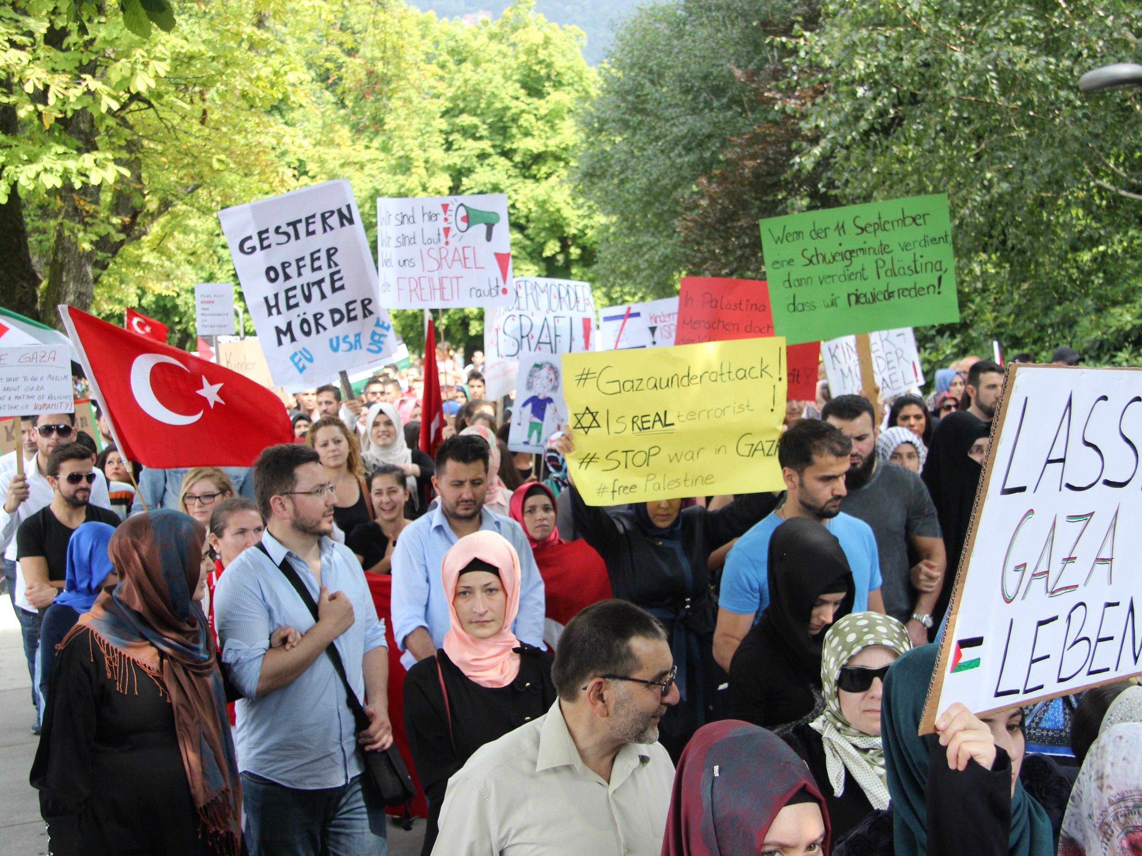 Die pro-palästinensischen Demonstranten bei der Kundgebung in Bregenz.